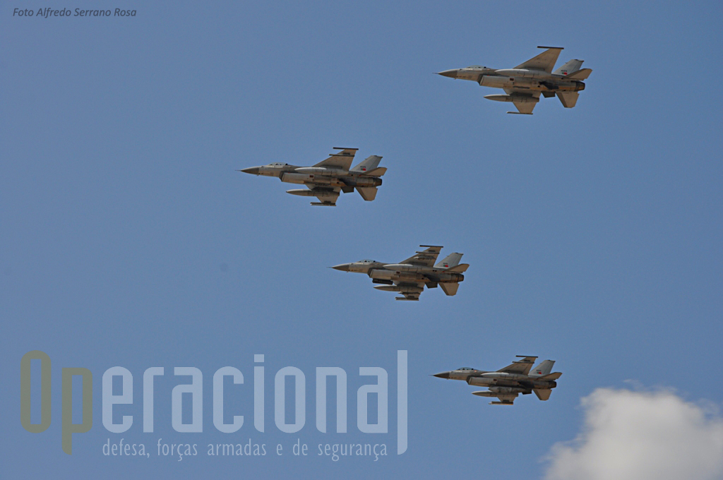 No mesmo dia, em Monte Real, a Base Aérea 5 assinalava também o seu aniversário e não deixou de se associar ao dia da ETP: Quatro F-16 fizeram uma passagem por Tancos!