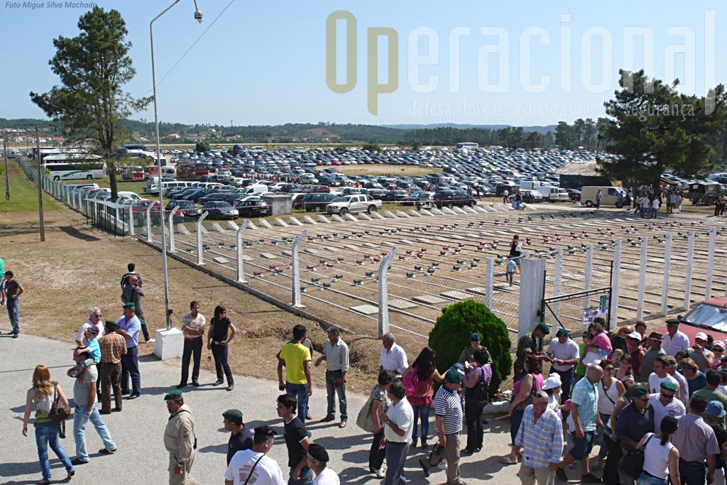 ...e os parques de estacionamento, de ambos os lados da EN, para ligeiros e autocarros apresentava este aspecto.