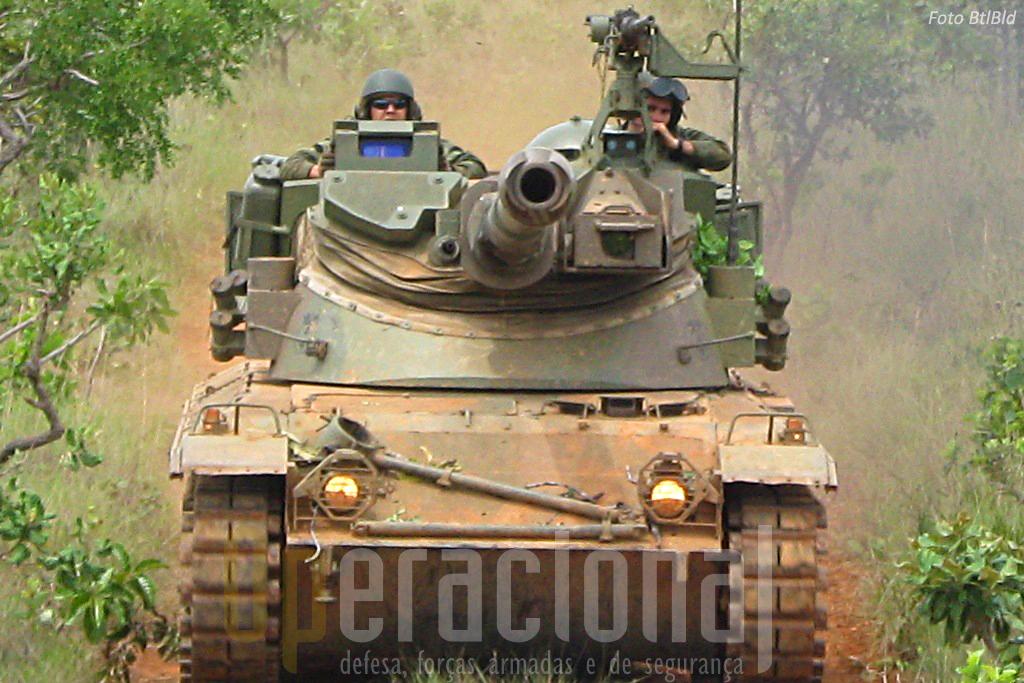 Estes carros de combate, dotados com uma peça de 105mm e metralhadora 12,7mm, conferem poder acrescido às forças desembarcadas