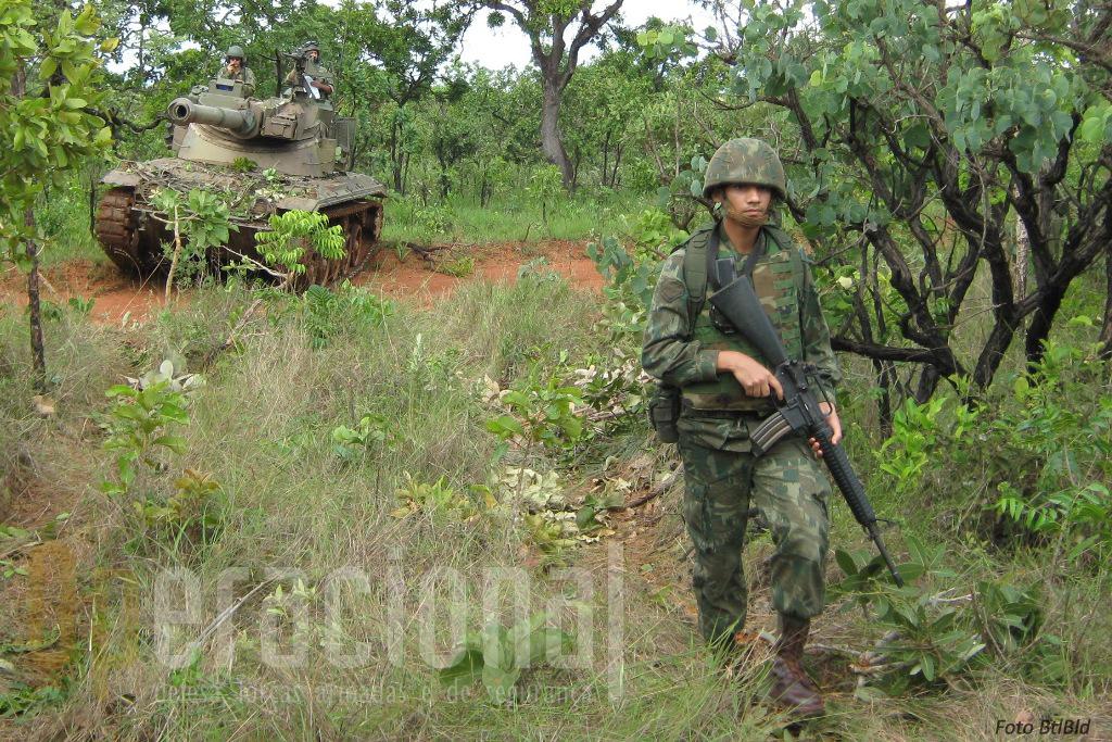 Uma das missões do BtlBld é reforçar as acções da infantaria com carros de combate.