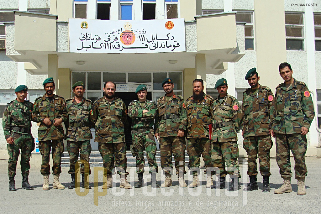 O dia-a-dia dos militares portugueses empenhados nas OMLT é passado dentro e fora dos quartéis, lado a lado com os militares Afegãos