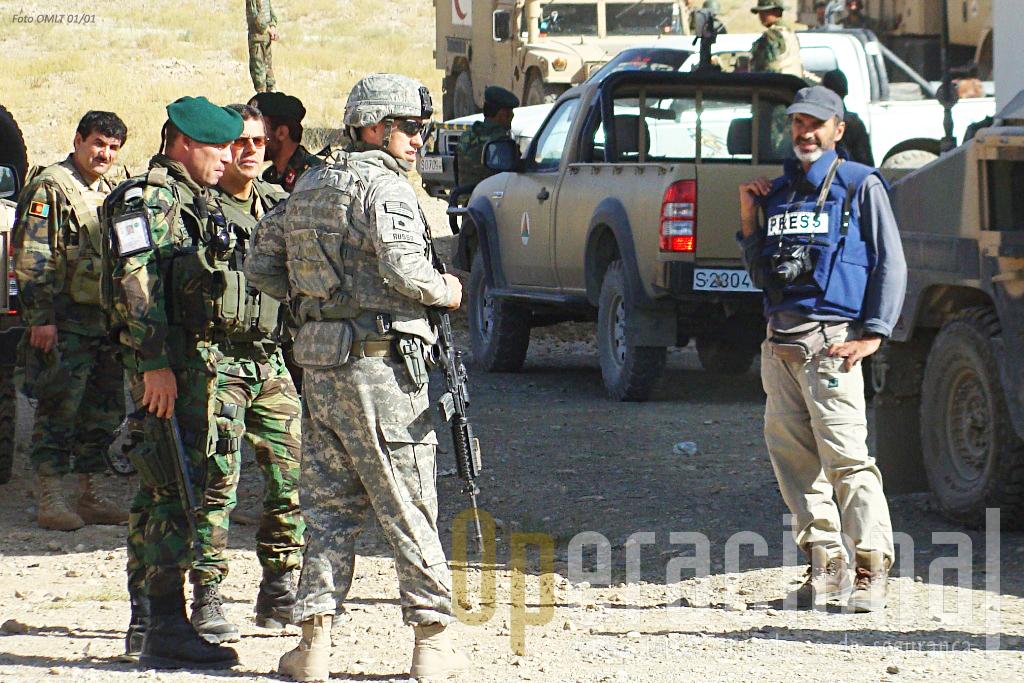 Uma imagem rarissima: um jornalista português a acompanhar uma missão dos militares portugueses (dos EUA e do Afeganist