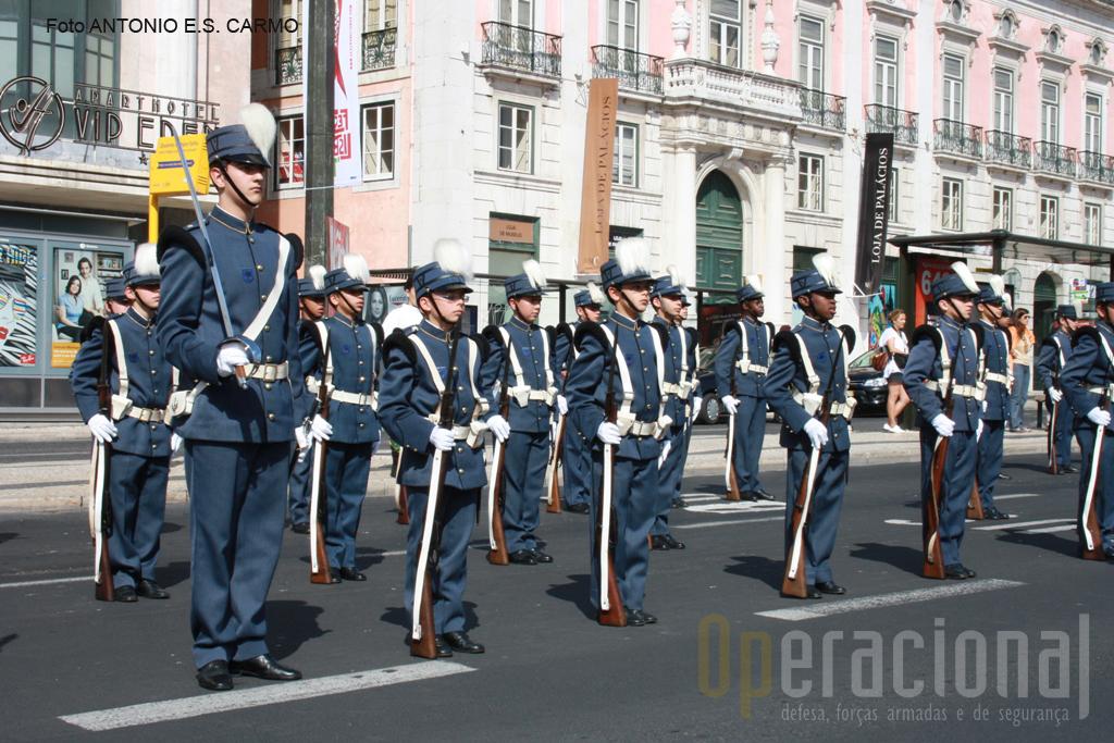 23 de Maio: a Praça dos Restauradores foi o ponto inicial do desfile evocativo do 99º aniversário do IMPE.