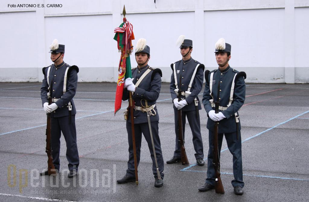 O Estandarte Nacional do IMPE ostenta várias condecorações nacionais e estrangeiras.