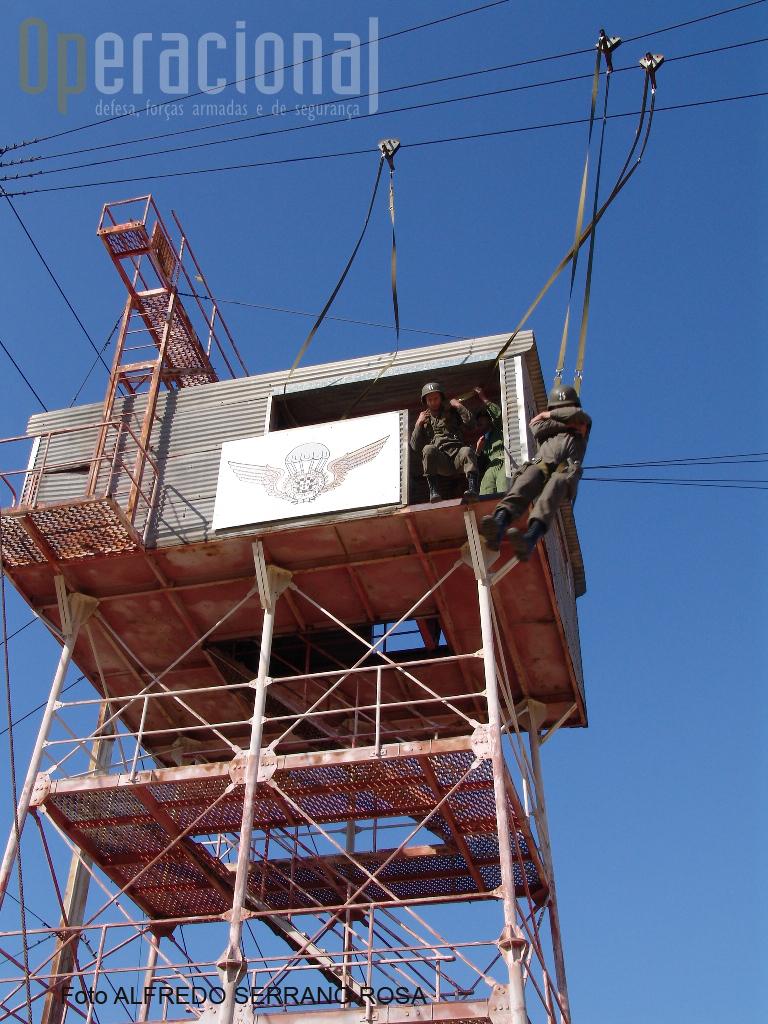 O salto da «Torre de Saída» vulgarmente conhecida como «Torre Americana».