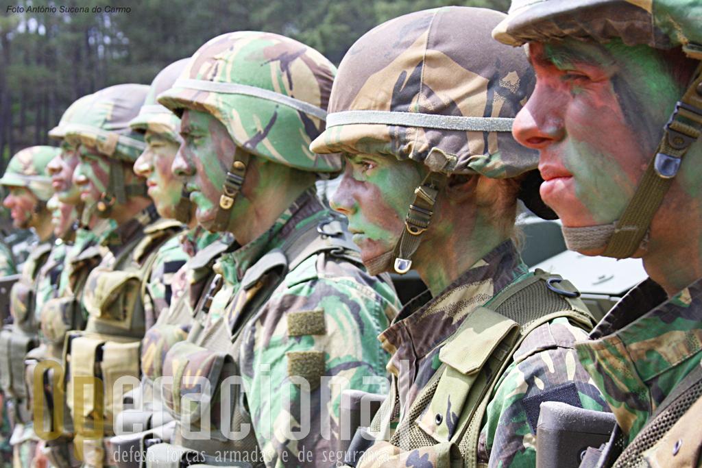 """A """"nova infantaria blindada"""" em Viseu integra 12% de pessoal feminino."""