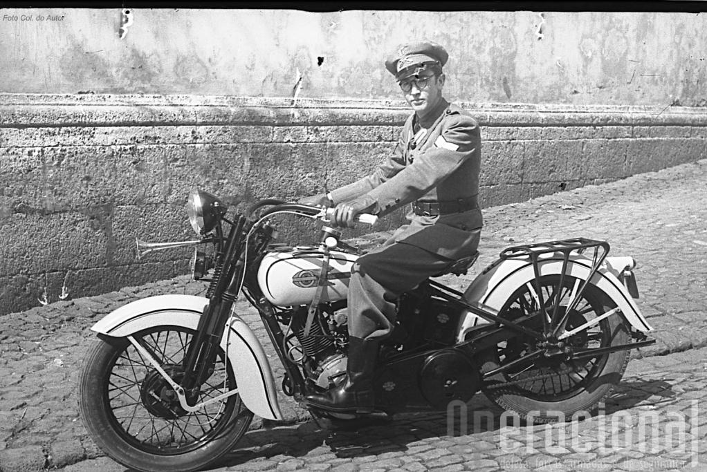 Harley-Davidson, provavelmente em Ponta Delgada embora o militar pertença ao regimento de Angra do Heroísmo (Foto Família Rodrigues Gonçalves)