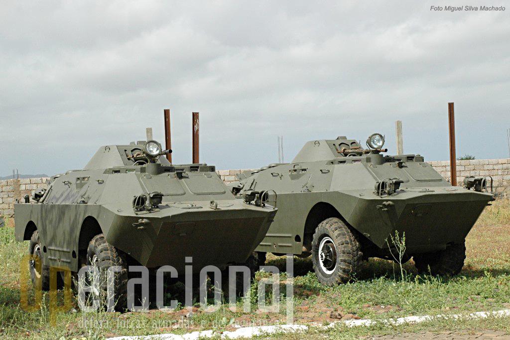 """O material com origem nos países do chamado """"Bloco de Leste"""" foi durante muitos anos a única fonte das Forças Armadas de Cabo Verde. Aqui BRDM 2."""