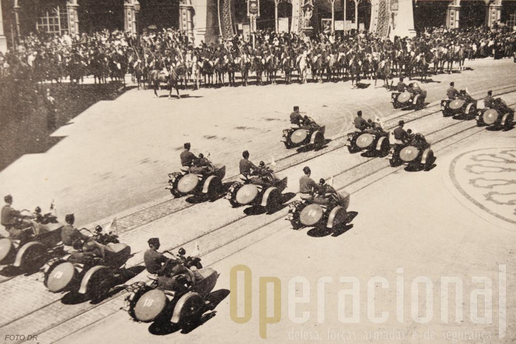 A Harley-Davidson com side-car em uso pelo Exército e pela Legião Portuguesa. Na imagem uma secção motorizada da LP em Lisboa.