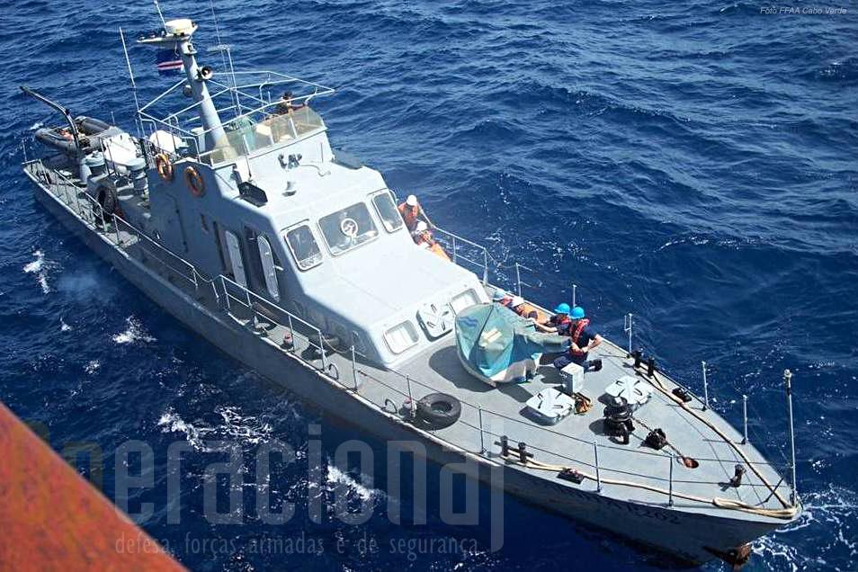 """A Lancha de Fiscalização Costeira """"Taínha""""."""