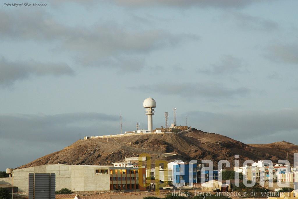 As Forças Armadas de Cabo Verde garantem a defesa do Arquipélago, já de si com uma localização estratégica, e de muitas infra-estruturas de comunicações e de apoio à navegação aérea da maior importância em toda a Região.