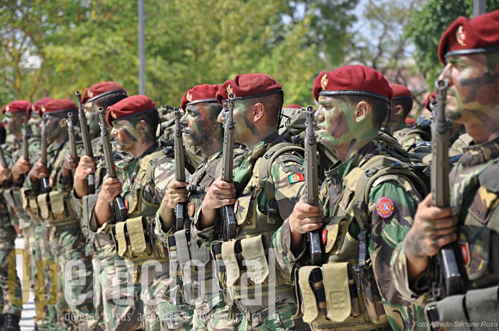 """Comandos e a histórica G-3. O conflito no Afeganistão veio relançar o debate sobre as vatagens do calibre 7,62mm. Será que o concurso para a nova arma das Forças Armadas Portuguesas - quando for """"relançado"""" - irá considerar as lições aprendidas?"""