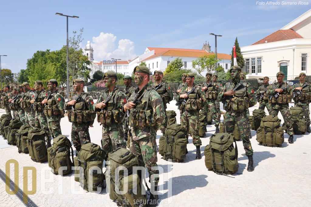 Militares do Centro de Tropas de Operações Especiais. Mantém um destacamento no Kosovo e equipas sniper no Afeganistão.