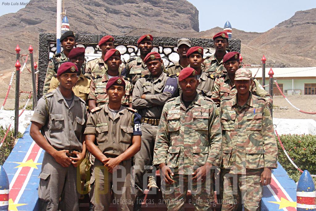 O Corpo de Instrutores que ministrou a última instrução da especilalidade de Policia Militar em Cabo Verde. Missão cumprida!
