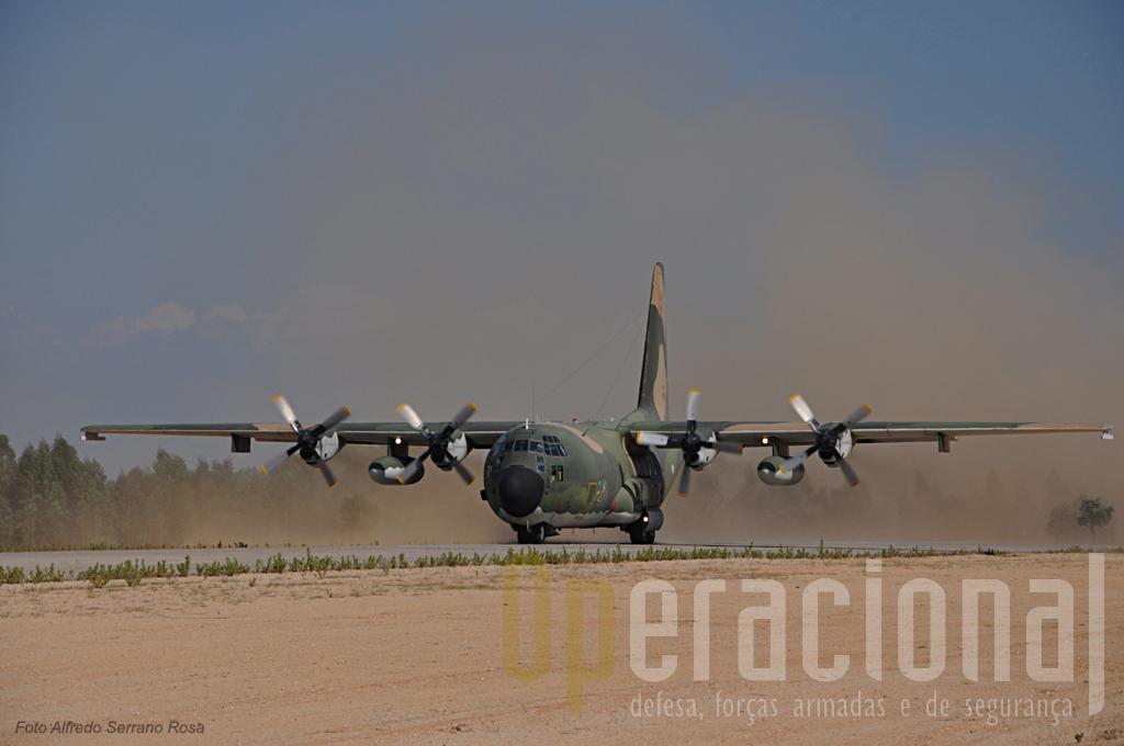 """Os C-130H e C-130H30 da Esquadra 501 os """"Bisontes"""", continuam a assegurar o transporte aéreo táctico nos exercicios em Portugal e o transporte estratégico para os teatros de operações do Kosovo e Afeganistão. Ainda recetemente demonstraram a sua prontridão no transporte de urgência para o Arquipélago da Madeira. Afeganistão, Chade, RD Congo, Haiti, são os últimos de centrenas de locais onde têm operado."""