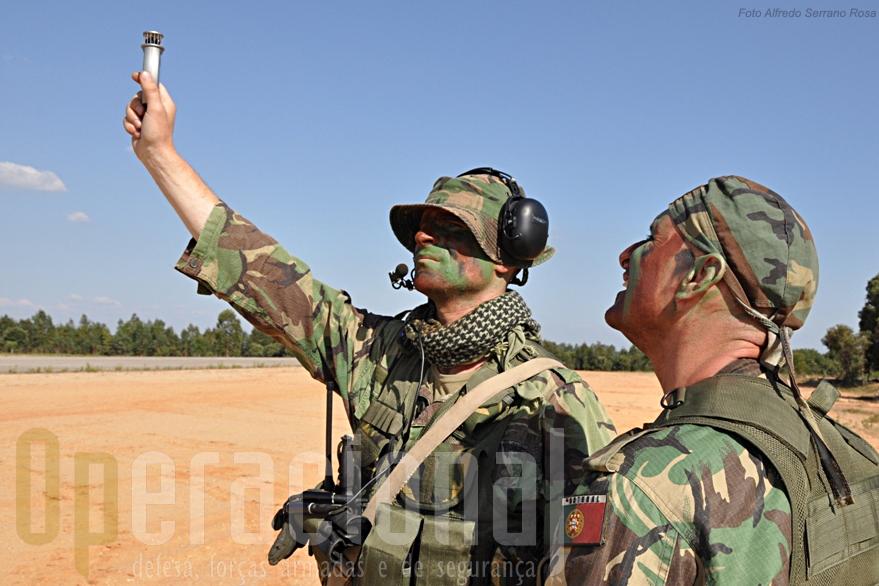 Os precursores aeroterrestres são uma especialização imprescindivel para permitir operações deste tipo com meios aéreos.
