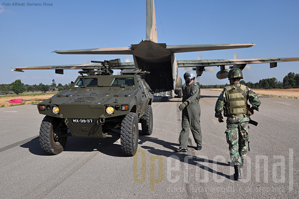"""Esta M-11 do ERec da BrigRR também chegou ao """"campo de batalha"""" via aérea"""