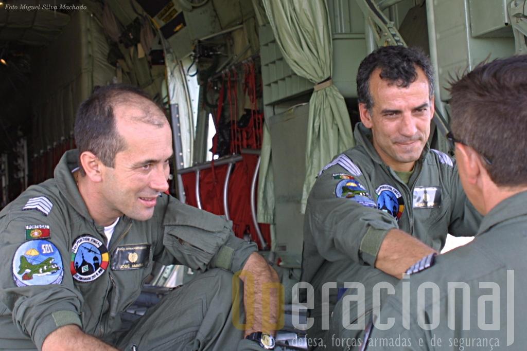 Neste final de ano de 2004 estes tripulantes do C-130 já tinham passo pelo Afeganistão e Paquistão na primeira missão da esquadra na ISAF.