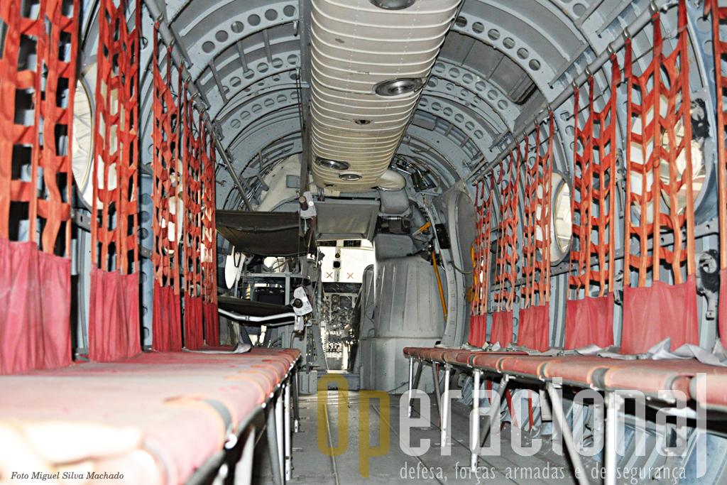 No interior da fuselagem podia transportar 20 passageiros e tinha uma autonomia de um pouco mais de 2 horas.