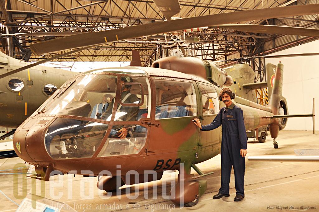 SA 361 Dauphin construído para suceder ao nosso conhecido AL III. este exmplar que está no museu é o único adquirido pelo Exército para efectuar testes e ensaios com vista a utilização militar de futuros helicópetros.