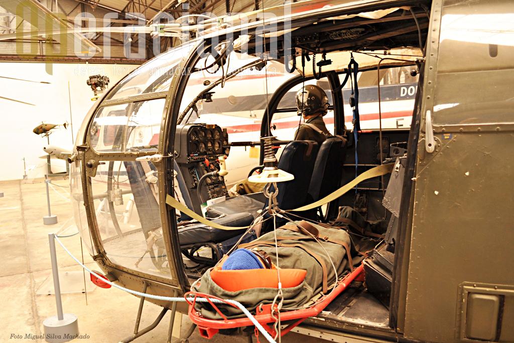 Detalhe do nosso bem conhecido AL III. A ALAT recebeu 84 aparelhos destes a partir de 1963 e foi intensamnee utilizado em muitas missões em França e no estrangeiro em várias versões. Foram construídos pela Sud Aviation 1.455 exemplares para 74 países.
