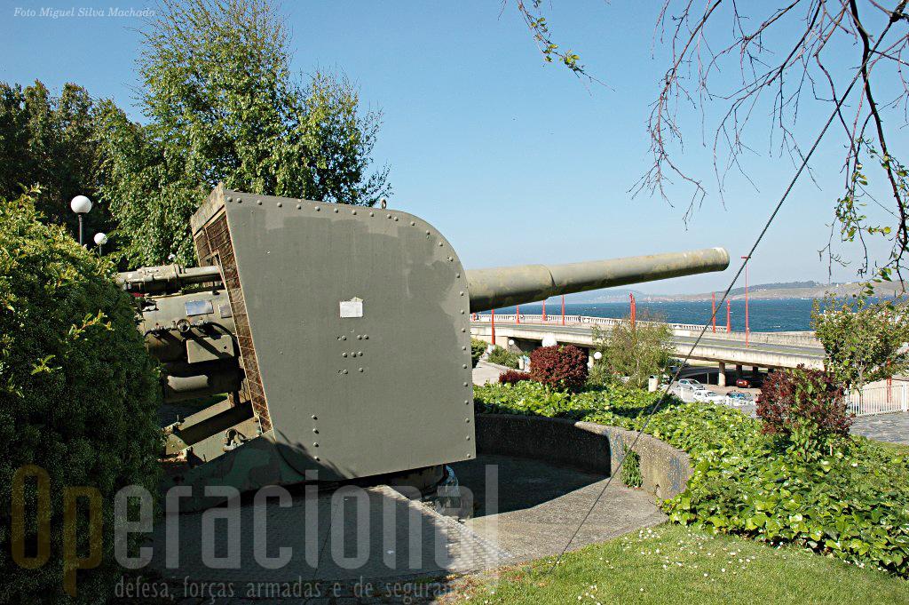 A peça Vickers de 152mm.