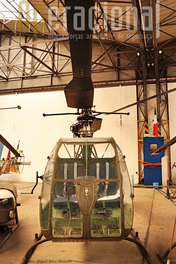 O SO 1221 Djinnde fabrico francês  que serviu na ALAT a partir de 1956 e de 1957 na Argélia e, mais tarde, em missões polares! França utilizou 112 destes pequenos helis de obsevação, evacuação sanitária e ligação.