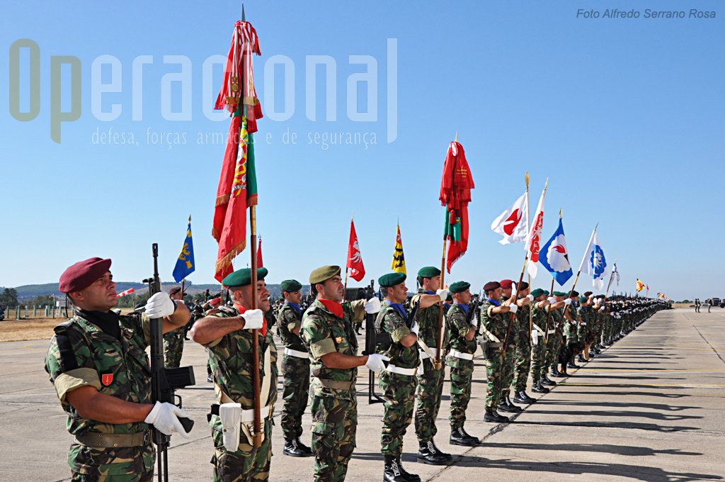 """A Brigada de Reacção Rápida """"nasceu"""" na sequência da chamada """"Transformação do Exército"""", pelo amalgamento de várias unidades do ramos, nomeadamente as sua forças de elite, Pára-quedistas, Operações Especiais e Comandos, criados respectivamente em 1955, 1960 e 1962."""