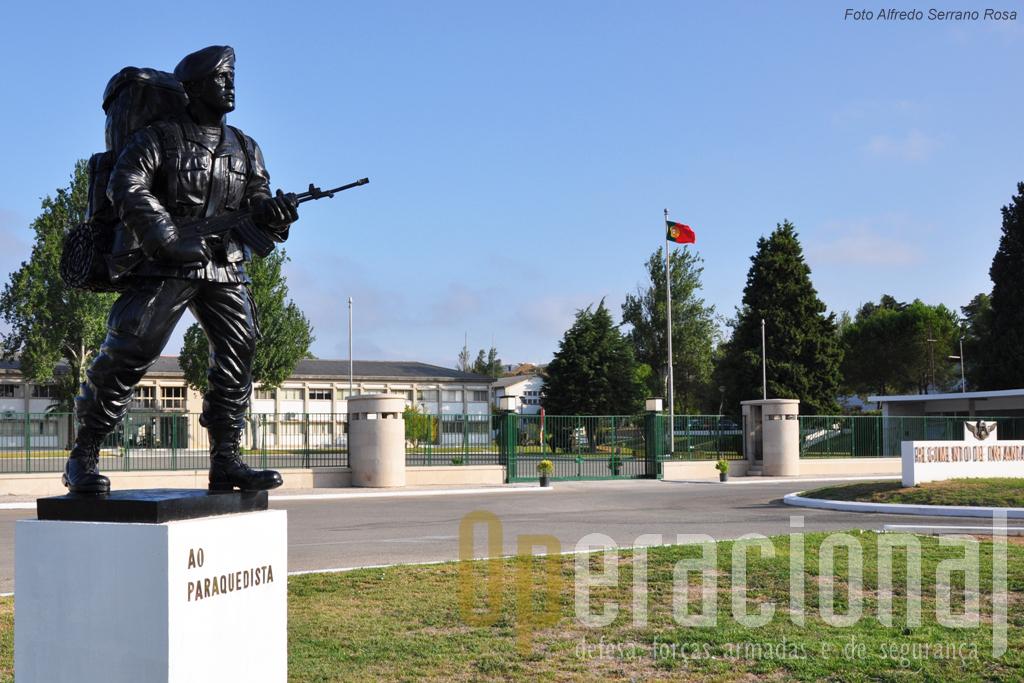 O Regimento de Infantaria n.º 15, unidade com um rico passado histórico, é hoje a casa do 1º Batalhão de Infantaria Pára-quedista da Brigada de Reacção Rápida.