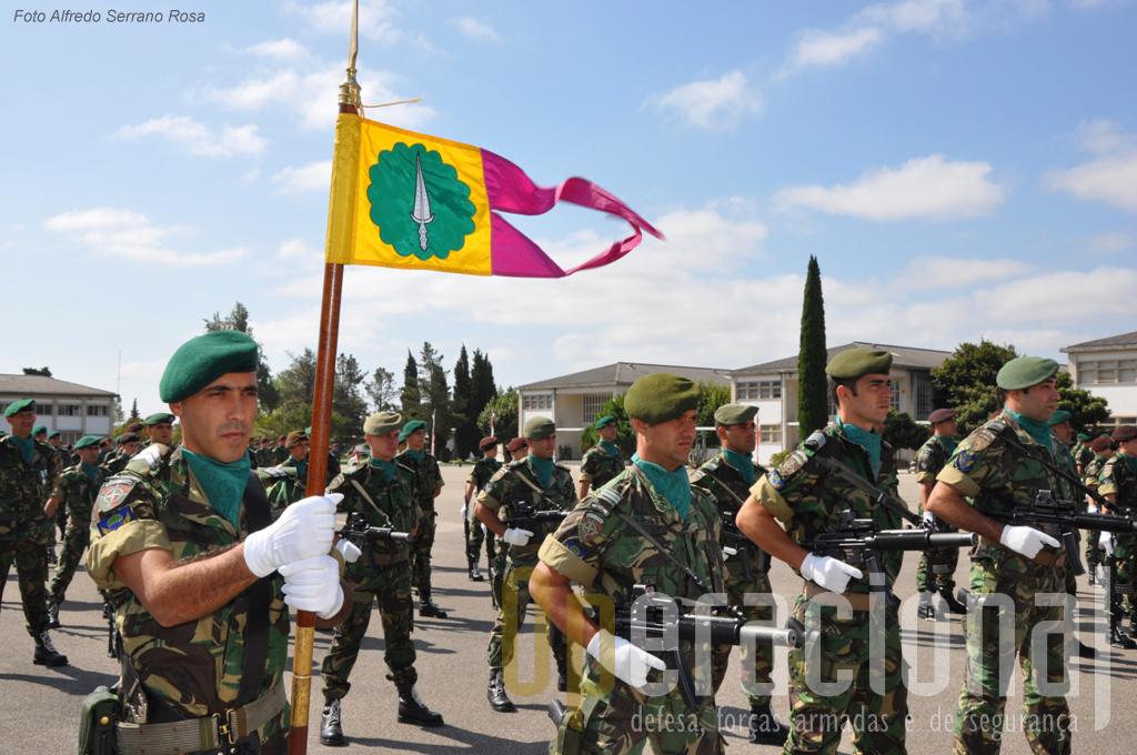Os batalhões expedicionários no Kosovoincluem um Destacamento de Operações Especiais do Centro de Tropas de Operações Especiais da Brigada de Reacção Rápida.