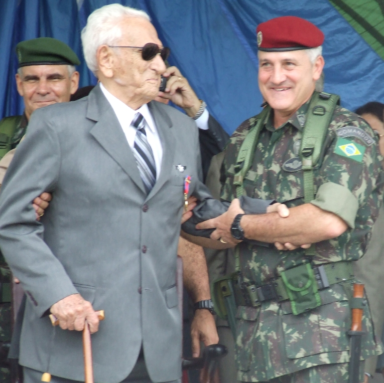 2010: o General ROBERTO DE PESSÔA numa das suas últimas aparições públicas na Brigada de Infantaria Pára-quedista. (Foto da Bda Inf Pqdt)