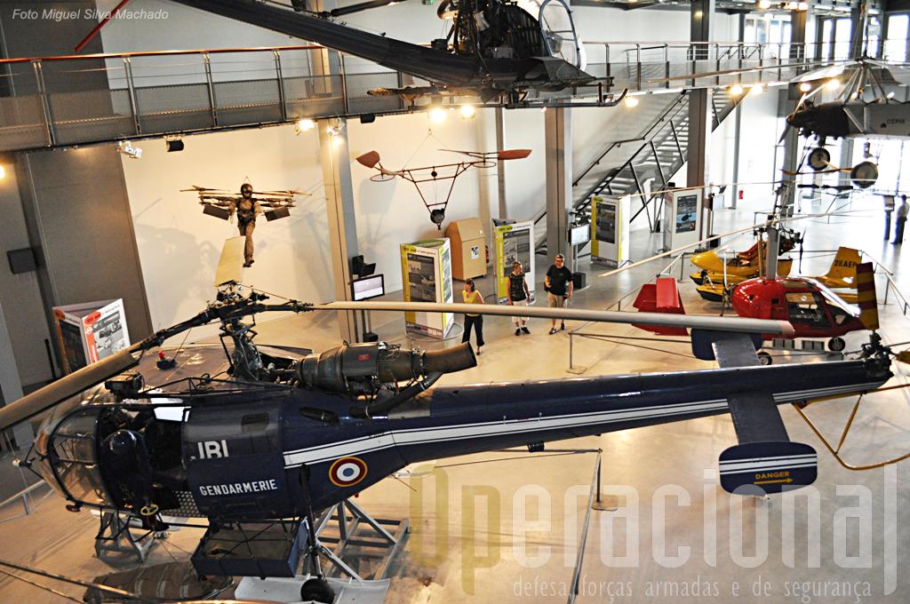 """O """"hall"""" dos helicópteros e outros dispositivos de voo vertical."""