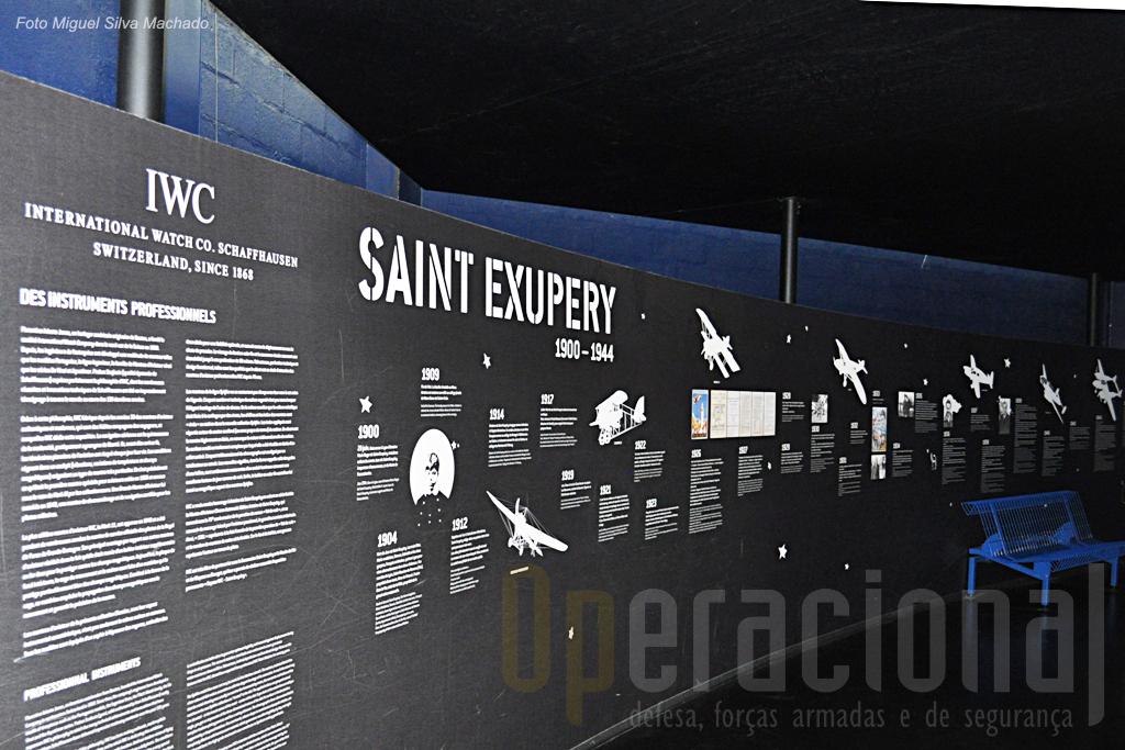 Uma firma bem conhecida patrocina a exposição dedicada a Saint Exupery.