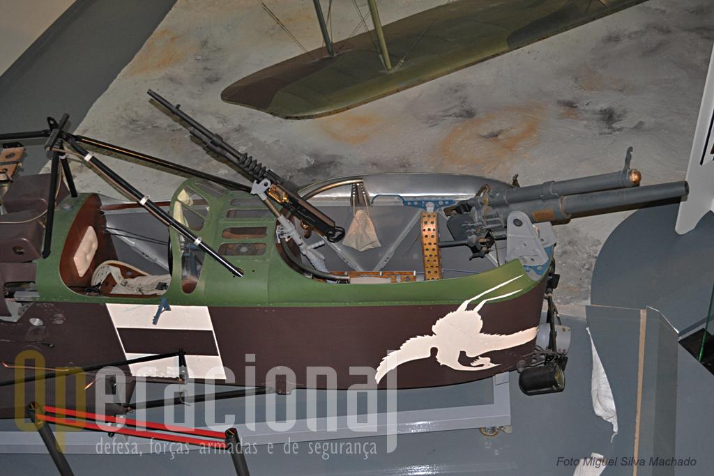Notável o poder de fogo deste avião em 1917!
