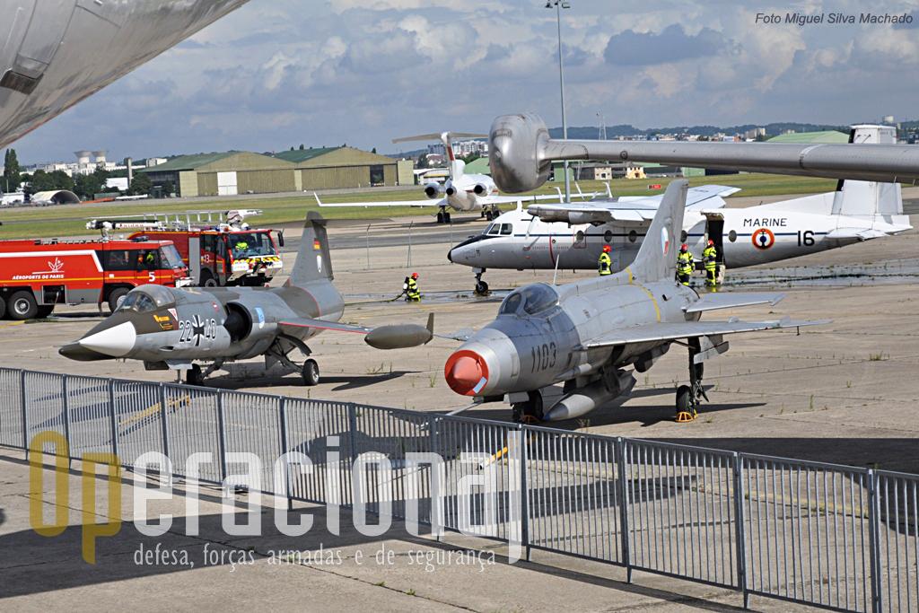 No decurso da visita teve lugar um exercicio de combate a incêndios com o Nord 262E 7. Em primeiro plano o Mikoyan-Gourevitch Mig 21F-13 Fishbed C (Força Aérea República Checa) e o F-104 Starfighter F-104 (Luftwaffe).