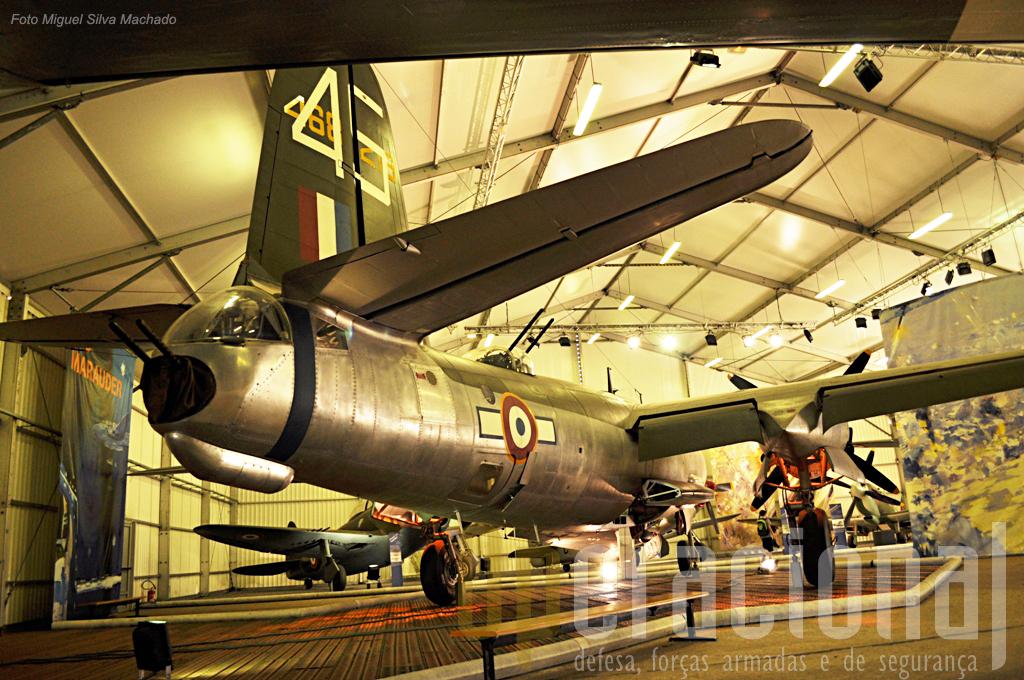 O bombardeiro médio de fabrico US Martin B-26G Marauder, aqui com as cores de um Grupo de Bombardeamento francês (o II/20 Bretagne)