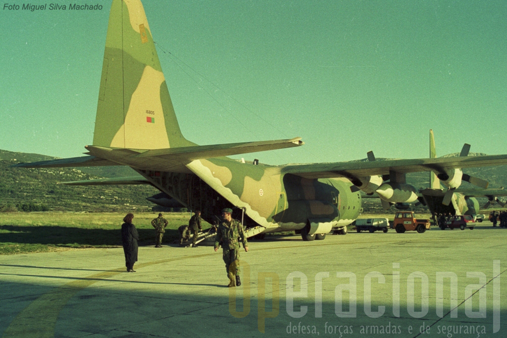 Os dois C-130 da Força Aérea colocaram em Split as duas primeiras viaturas e um pequeno número de militares do 2ºBIAT e DAS. As condições em que passaram os primeiros dias, debaixo de temperaturas negativas, foram tremendas.