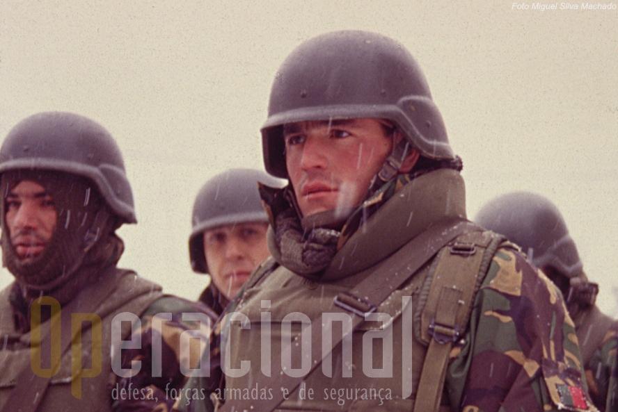 Apesar do que aqui vai escrito, não haja dúvidas: os verdadeiros heróis esta primeira missão do Exército na B