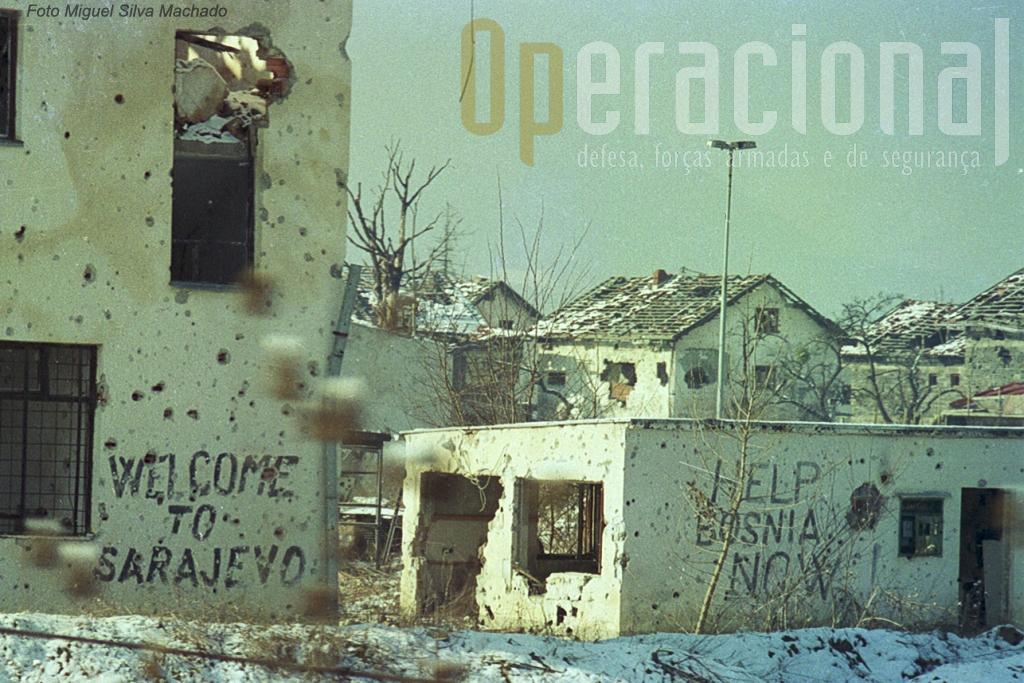 A destruição de randes zonas da capital Bósnia era de facto impressionante. Nesta caso, muitas imagens da TV ficavam àquem da realidade