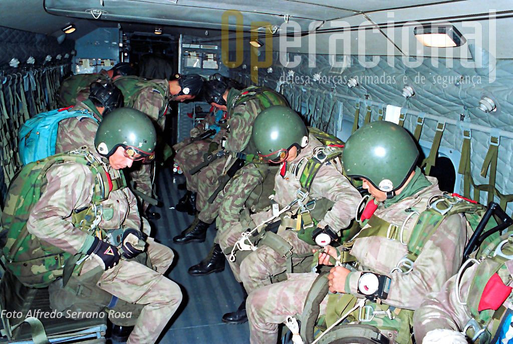 Um Destacamento de SOGA (Saltadores Operacionais a Grande Altitude) da Companhia de Forças Especias da Brigada de Pára-quedistas Ligeira do Corpo de Tropas Pára-quedistas.