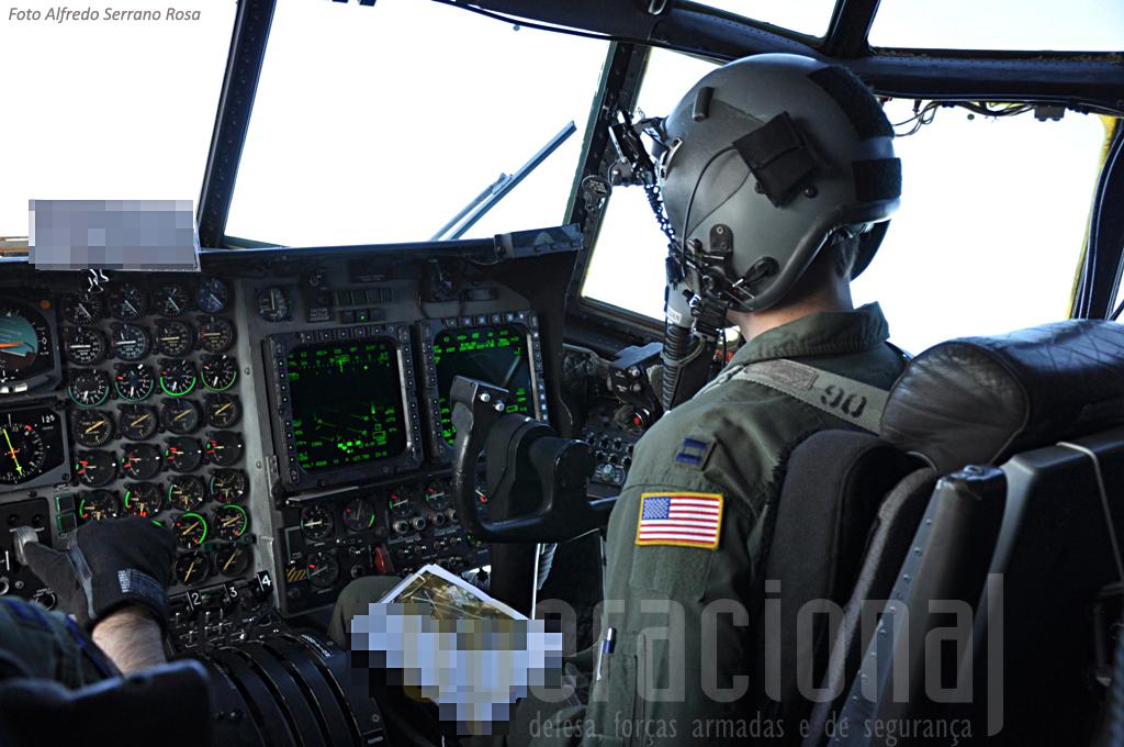 """...trata-se de uma das mais evoluídas versões do """"velho"""" C-130, especialmente equipado para missões especiais."""
