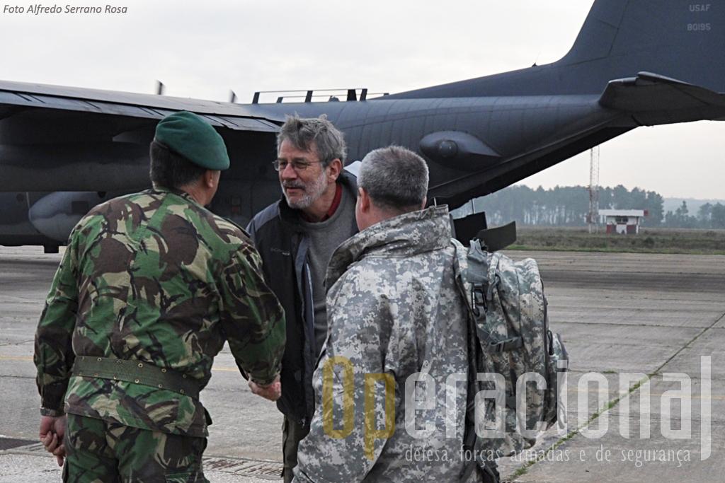 Allan J. Katz, embaixador americano no nosso país, esteve em Tancos onde foi recebido pelo Major-General Raúl Cunha Comandante da BrigRR e visitou o exercicio.