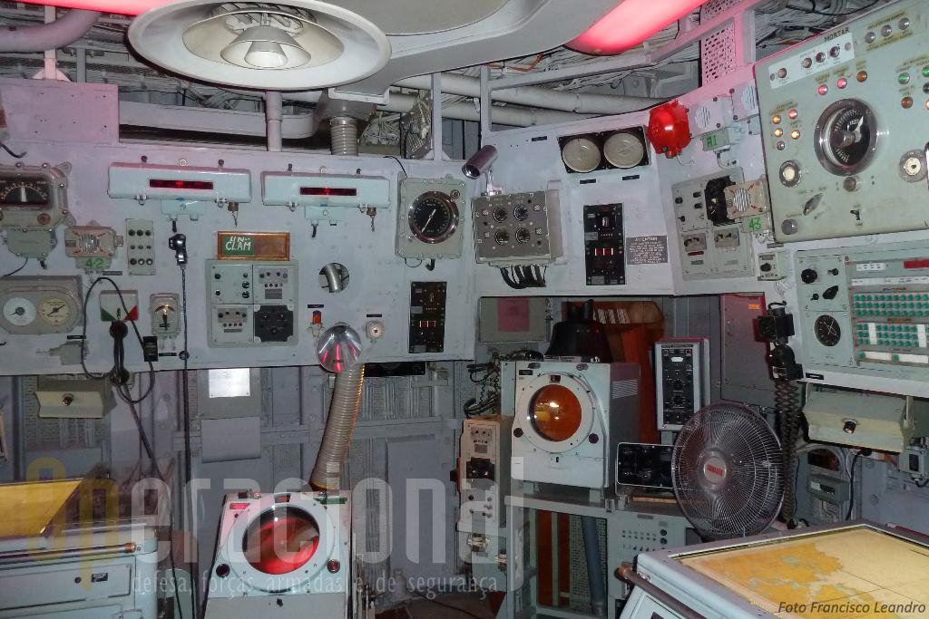Sala de operações do HMAS Vampire. Este navio operava com uma guarnição de 274 militares.