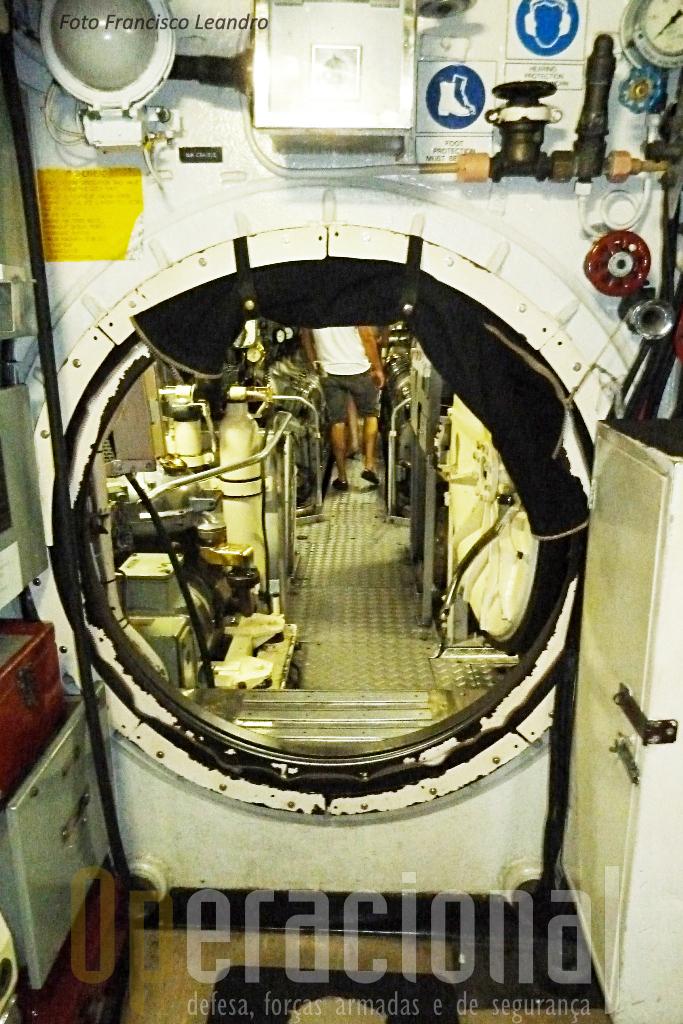 """O """"Onslow"""" podia mergulhar até 190m de profundidade e as condições a bordo eram as """"da época""""."""