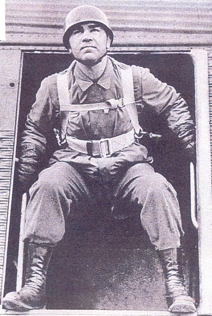 POsição à porta da aeronave: esta foto foi a eleita para um cartaz de recrutamento para as tropas pára-quedistas da Luftwaffe. (Foto de arquivo)