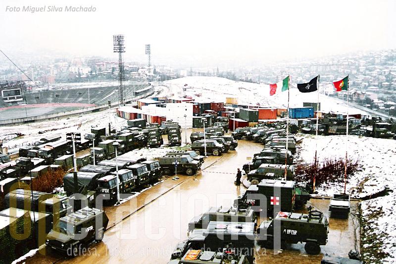 O comando da Brigada Multinacional Sarajevo-Norte, junto ao estádio olimpico de Zetra no inicio de 1996.
