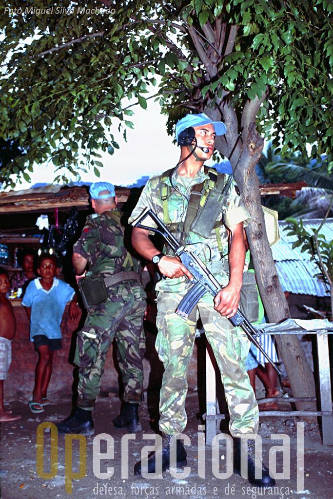 O contacto com as populações nos bairros de Dili era permanente.