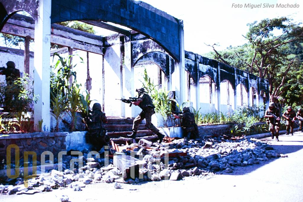 A destruição deixada em Dili era realmente enorme. Algumas dessas ruínas foram utilizadas para exercicios. Diversas operações reais decorreram em áreas urbanas.