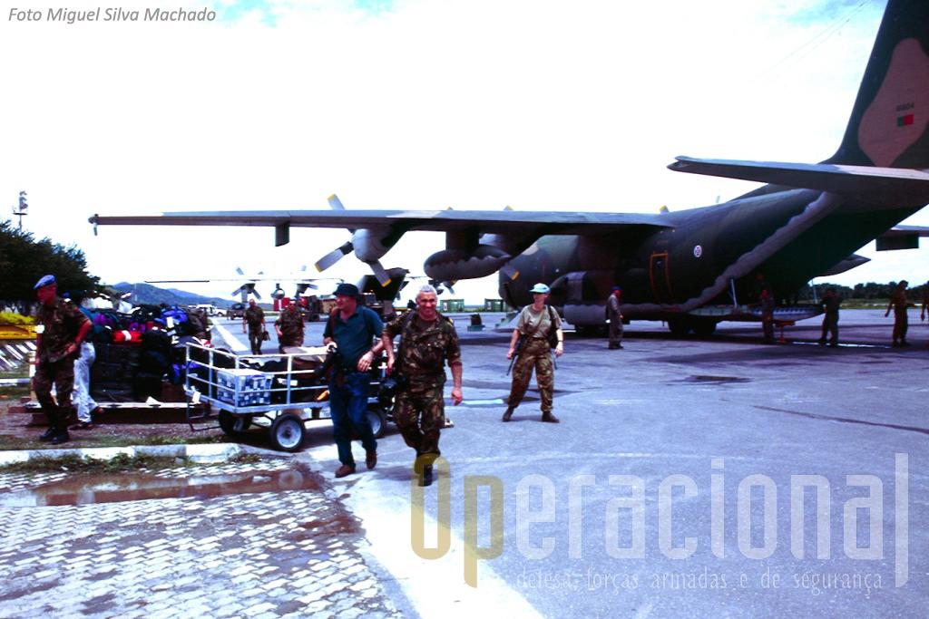 De 1 de Fevereiro a 20 de Junho de 2000 a Força Aérea mantêm um Destacamento C-130 em Darwin, voando para Timor-Leste (na foto na pista de Dili) em apoio do Contingente Nacional.