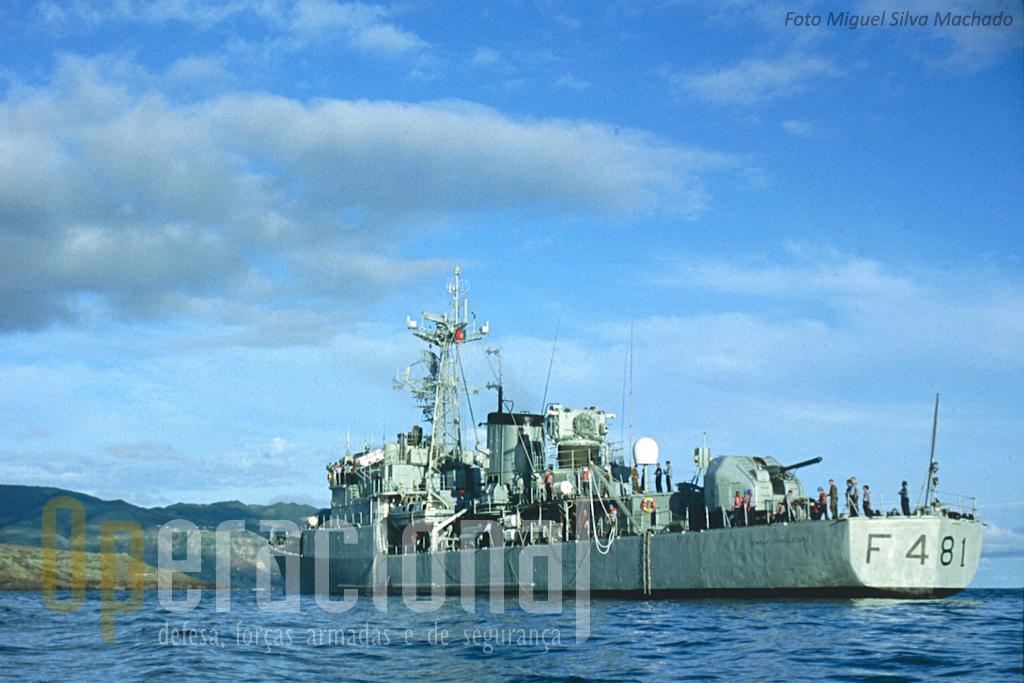 """Primeiro a fragata """"Vasco da Gama"""" e depois a """"Comandante Hermegildo Capelo"""" (aqui fotografada nos Açores), mativeram-se em Timor-Leste desde o último timestre de 1999 até meados de 2000."""